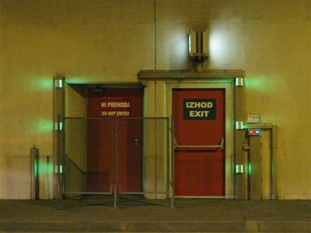 Zelene LED_varnostni prehod v sosednjo cev